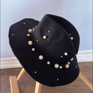 Pearls 🎩 Hat OOTD